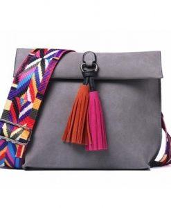 תיק צד מעוצב לנשים עם רצועה צבעונית