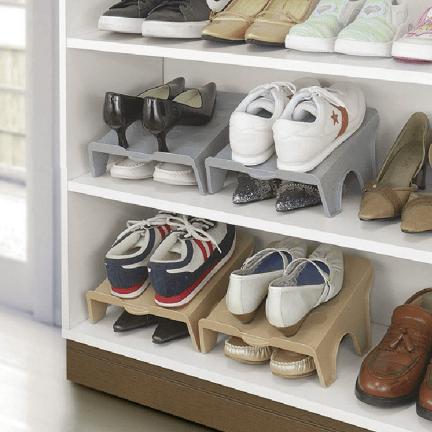 סטנד נעליים להכפלת כמות האחסון ושמירה על סדר בארון